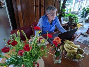 Judy Wagenaar aan de keukentafel